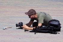 Isaac Cordal fotografiert ein neues Modell