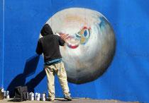 Künstler bei der Arbeit, dies wird ein Kugelfisch.