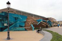 Die Crew Disorderline aus Belgien hat eine triste Wand im Stil einer Dünenlandschaft bemalt.