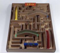紙の平たい箱、ビー玉、木工用ボンド、段ボール、カッター、定規(無料工作 保護者のお手伝いが必要です)