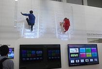 IFA 2012 | HAIER | Auch auf kleineren  Ausstellungsflächen kann was los sein. Bei HAIER waren's echte Wand-Tänzer, die für ein reales 3D-Erlebnis sorgten.