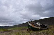 Altes Fischerboot an der Straße 63