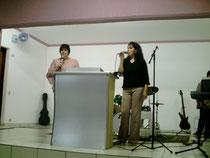 Profeta Matilde y Pastora Sandra ministrando en iglesia Agape Brasil