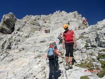 Uneinsichtiger Gegenverkehr oberhalb der Leiter beim Abstieg
