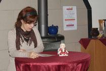 Obfrau Susanna Sohar-Waller liest ein Adventgedicht.