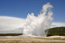 Old Faithful Geyser / Yellowstone National Park, Wyoming