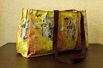 Tragtasche aus Kaffepackungen in der Größe L: 50 B: 12 H: 30cm