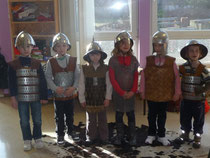 Nous voici équipés: casques;armures,mailles...