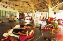 De yogashala (zaal/studio) van Iyengar in Pune, India