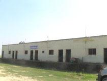 リタ小学校。畑の真ん中にある小学校です。