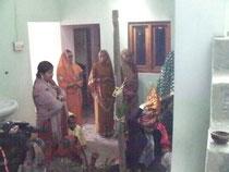 結婚式の前に家の中で行われる儀式です。
