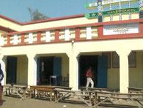 シュリチャンドラマニ小学校。ビルマ寺の中に併設された学校です。