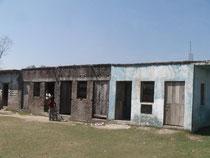 ジーワンジョーティ小学校です。右側の校舎はインドマイトリの会によって作られたものだそうです。