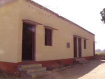 タタガットパブリック小学校の新校舎。ようやく待望の校舎が昨秋に新設されました。2つの教室があります。