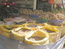 園芸店で売ってる堆肥、石灰、植え込み用土など。種類は少ないですが、、、