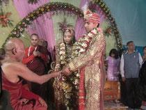 結婚に際し、仏僧の説教を聞いている?のでしょうか。