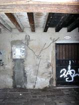 dieselbe Wand 2011 mit erneuertem Spraybild (Standort: Sotoportego della Pasina Nr.1123)