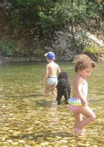 Mit Neele und Lionel bin ich aber bis zum Bauch hin ins Wasser getrottet.