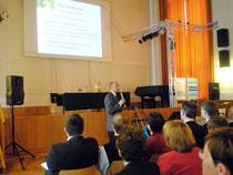 Dr. Robert Kamper bei der Präsentation