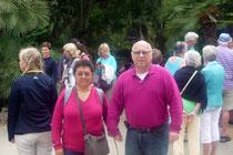 Foto von Oma Teresa und Opa Achim in einer Gruppe