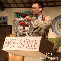 """2015 Erich Herzberg - in """"Nervensägen"""" als Spielzeugvertreter Rudolf Rübel"""