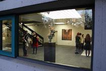 Blick von außen in den Galerieraum