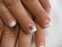 """Piercing"" sur ongle."