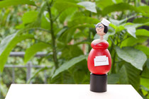 Flaschenverschlußfigur: Elbhangdiva - rot/schwarz
