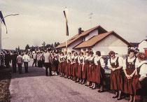Damen-Spalier beim Empfang der Vereine
