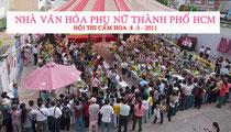 Thi cắm hoa 8.3.2011 trước sân NVHPHTP