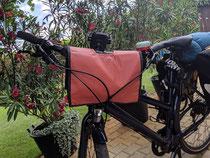feewerk, Lenkertasche, Fahrradtasche, Hollandrad, Fahrrad, E-Bike, rote Punkte, Dots