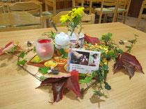 Herbstlich-fantasievolle Tischdekoration