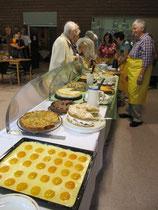 Das reichhaltige Torten- und Kuchenangebot lockte Groß und Klein