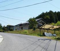 記念館は坂の上にあります