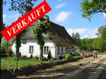 Reitanlage für Islandpferde mit wunderschönem Reetdach-Wohnhaus mit 145 qm Wohnfläche, Stallungen, Jagdhütte und ca. 1,5 Hektar Weiden direkt am Hof.  Angeboten zum Kaufpreis von EURO 349.000,--