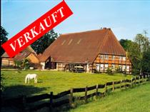 Vierständerhof in den Elbauen südlich von Lauenburg mit großem Wohnbereich, mehreren Ferienwohnungen, Pferde-stall, Reithalle, Reitplatz und Weiden.  Angeboten zum Kaufpreis von EURO 405.000,--