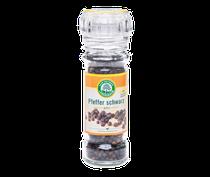 Fruchtig scharf, die Beeren dieser Schlingpflanze werden noch vor der Reife von Hand gepflückt und dann sonnengetrocknet, wodurch sich die schwarze Farbe einstellt, verleiht allen Speisen eine pikante Note, 45g