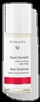 Rosenwasser steuert einen elegant-zarten Duft bei, während eine Essenz von Frauenmantel Feuchtigkeitsprozesse sanft zu regulieren hilft. Wenn dann darauf noch auf hochwertiges Jojobaöl trifft, darf sich die Haut über eine ganz besondere Pflege freuen.