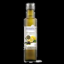 Für diese Ölspezialität werden im Winter erlesene Zitronen mit den frisch geernteten Oliven zusammen gepresst. Dabei bindet sich das natürliche Zitrusaroma mit dem samtig weichen Olivenöl.