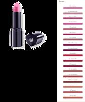 Lippengeheimnis: intensive Farbe, softer Glanz. Pflegend mit Mineralpigmenten und Heilpflanzenauszügen, insbesondere aus Rosenblüten; mit Mandelöl und Carnaubawachs.