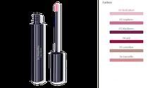 Lippenstrahlen: Der Lip Gloss schenkt ein geschmeidiges Lippengefühl und brillanten Farbglanz. Pur oder als intensives Finish über den Lippenstift auftragen.
