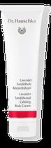 Mit seinem frischen, eleganten Lavendelduft gelingt es dem Lavendel Sandelholz Körperbalsam, unseren Kopf frei und klar zu machen – ergänzt von der samtig-warmen Note des Sandelholzes, die uns erdet und uns Gelassenheit schenkt.