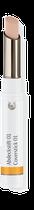 Der Abdeckstift in drei Farbtönen deckt Unreinheiten der Haut ab und lässt sie abklingen. Die Komposition mit antibakteriellem Teebaum- und Manukaöl, Wundklee, Tapiokastärke und Ringelblume mattiert den Teint.
