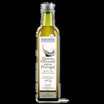 In dem sehr fruchtigen und aromatischen Bio-Olivenöl nativ extra aus Portugal steckt der Geschmack von reifer Tomate und Birne. Es eignet sich bestens für gegrilltes Fleisch oder Fisch, Suppen, Bratkartoffeln sowie Blatt- und Gemüsesalate.
