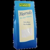 Rapunzel Meersalz wird an der Atlantikküste von Portugal traditionell in Salzgärten gewonnen. Durch diese schonende Salzgewinnung entsteht ein sauberes, geschmacksintensives Speisesalz für den universellen und sparsamen Gebrauch.