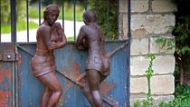 """Nicole Brousse -""""les commeres""""sculptures de femmes resine ou bronze, couleur au choix-renseignements galerie Gabel-Biot-Antibes"""