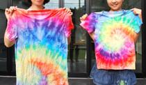 絞り染め…染めたい布(ダイソーのTシャツ、枕カバー、手ぬぐい)輪ゴム、ビニール袋、からのペットボトル