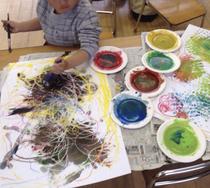 ローラーアート クレヨン、紙皿 絵の具の道具 水入れ