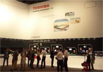 IFA 2012 | TOSHIBA | Wirklich inspirierend war das Ambiente bei TOSHIBA leider nicht.  Für eine Marke mit exzellenter Performance gerade auch bei Großbildschirmen wirkten die hohen Wände seltsam kahl.