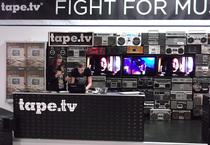 IFA 2012 | TAPE.TV | Ein Hingucker im Retro-Style. Mit alten Tonbandgeräten, Cassettenspielern und Ghettoblastern gibt TAPE.TV in Download-Zeiten der Musik wieder eine Physis.